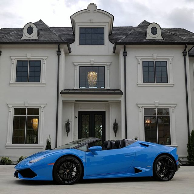 It's convertible season! This beauty is available for sale! 2016 Lamborghini Huracan Spyder LP610-4 Check out our website for more info. . #atlantaexotics #Lamborghini #Huracan #exotic #blulemans #aventador #gallardo #spyder #blueberrynumber2