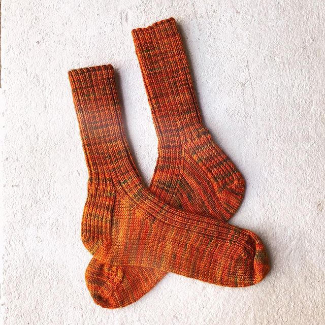 Finished up these socks I started a few months back and finally got them out for a quick sunset pic. I think the yarn is Hedgehog Fibers, but I def bought it at @knit1chgo. Pattern is BFF by CookieA without the cables, of course. ⠀ ⠀ ⠀ #knittersofinstagram #knitting #handknit #handmadewardrobe #slowfashion #operationsockdrawer #handknitsocks #sockknitters