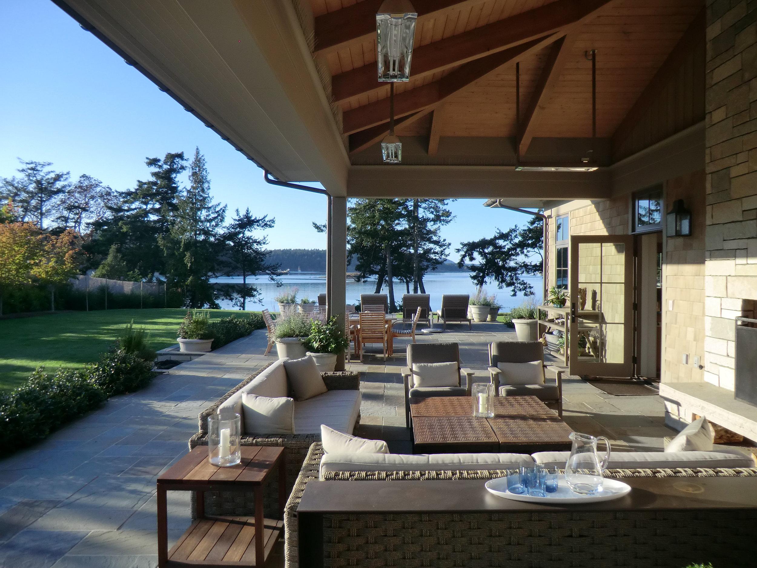outdoor living 3.JPG