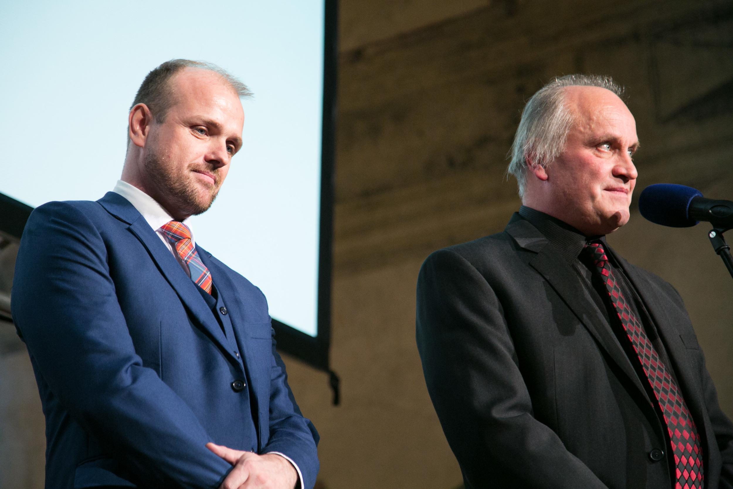 Organizátoři: zleva Czeslaw Walek (ředitel Otevřené společnosti, o.p.s.), Michael Kocáb (Nadace Michaela Kocába)