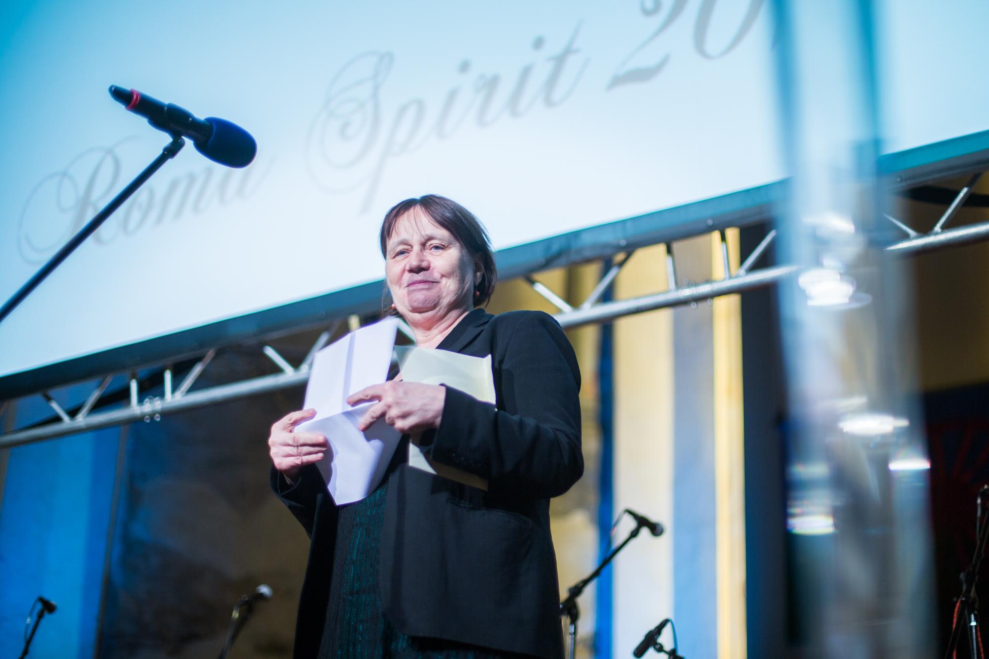 Anna Šabatová, veřejná ochránkyně práv, předala cenu v kategorii Čin roku.