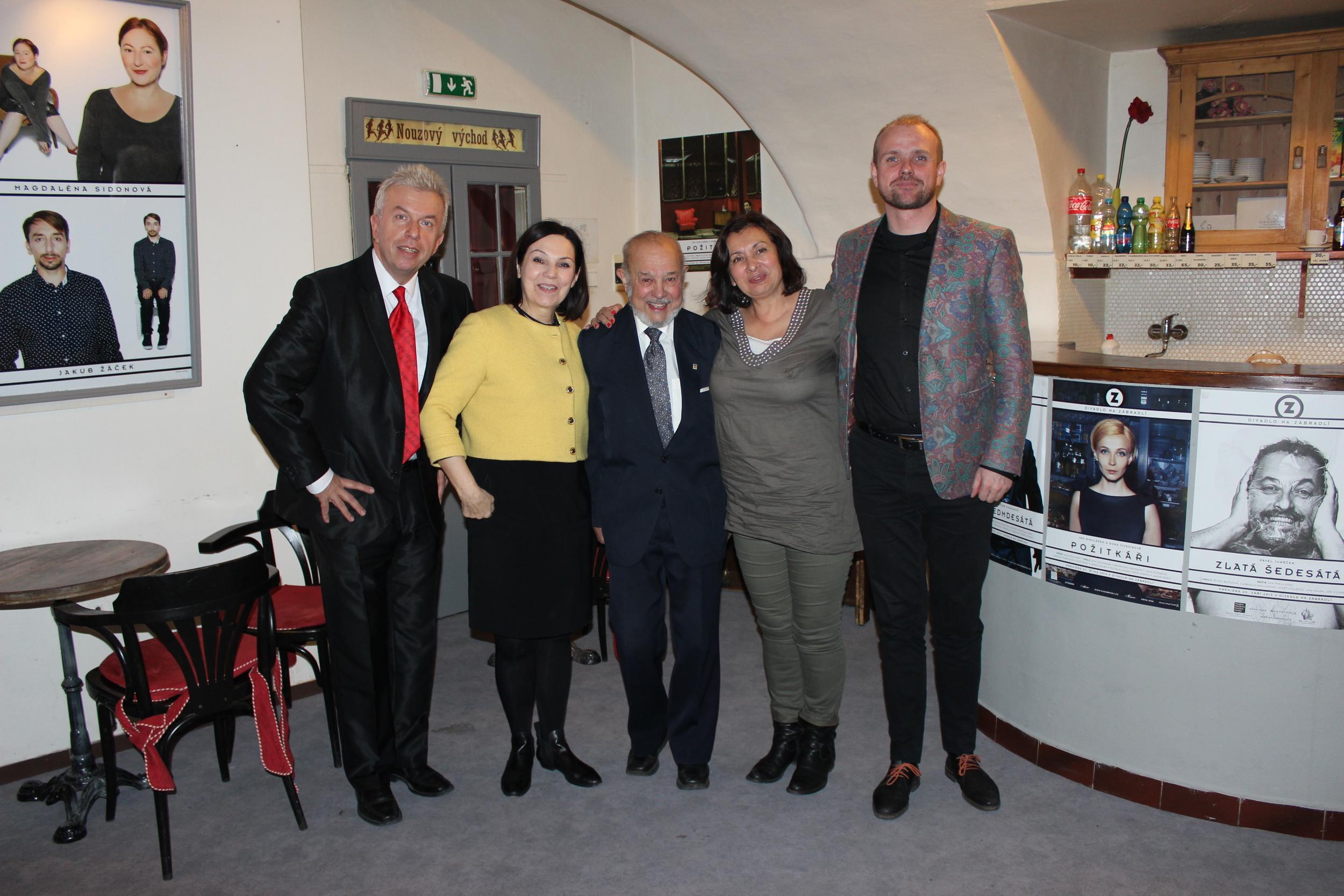 Hlavní porota: (zleva) Jaroslav Svěcený, Ľubomíra Slušná Franz, Karel Holomek, Marie Gailová, Czeslaw Walek (předseda poroty)