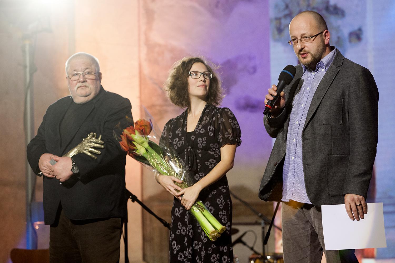 Zástupci spolku R-Mosty, kteří převzali cenu v kategorii Nestátní neziskové organizace.