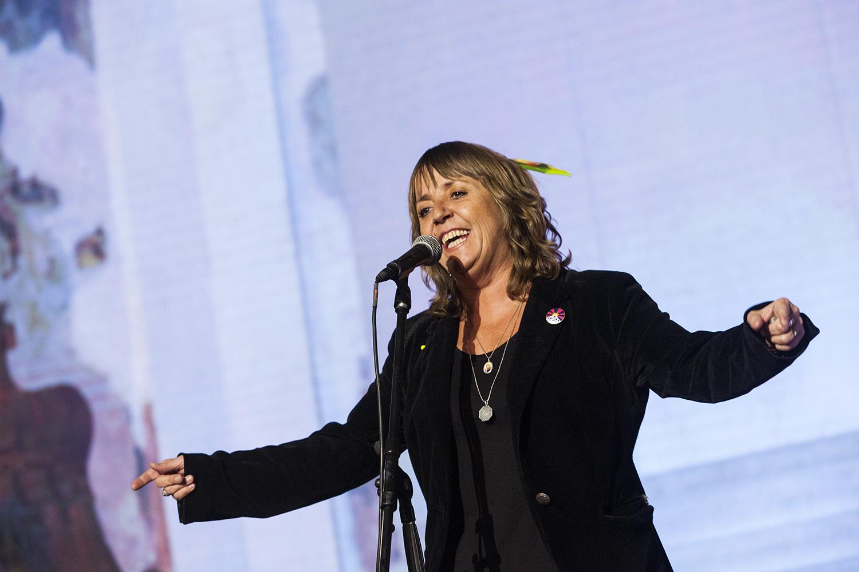 Bára Hrzánová zpívala s Máriem Bihárim a kapelou Bachtale Apsa.