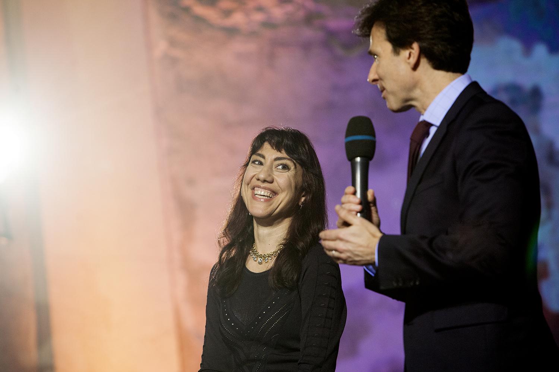J.E. p. Andrew Schapiro, velvyslanec USA v Praze představil paní Oksanu Marafioti, romskou spisovatelku žijící v USA.