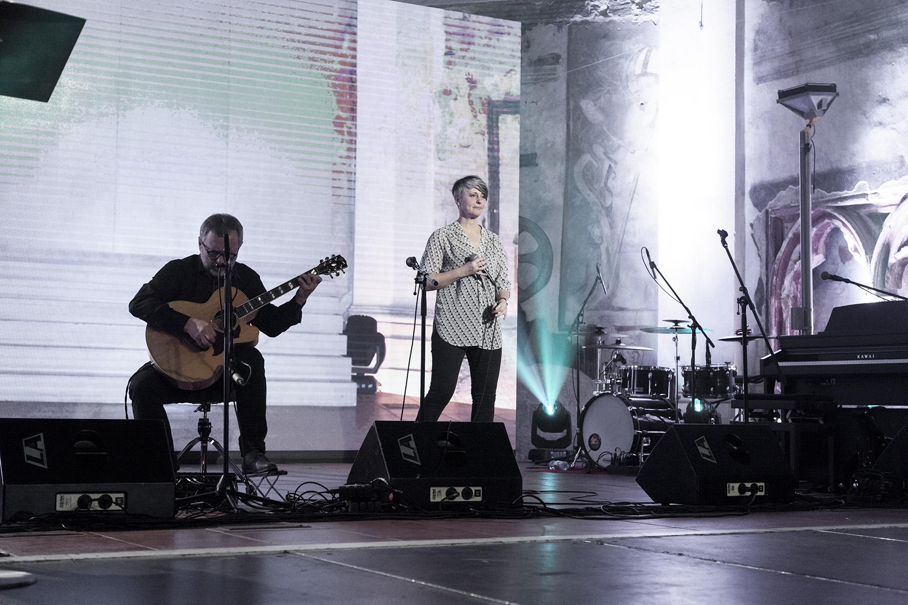 Během večera vystoupili Michal Pavlíček s Monikou Načevou.