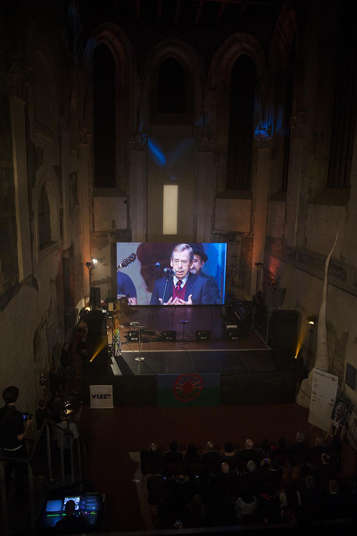 U příležitosti Mezinárodního dne lidských práv a v kontextu společenské situace jsme zařadili část projevu Václava Havla z 1. ročníku Gypsy Spirit/Roma Spirit 2009 v ČR.