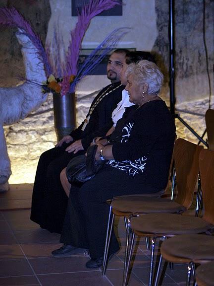 Hilda Pášová, učitelka češtiny, a redaktorka romského televizního vysílání i někdejší mluvčí Romské občanské iniciativy, a David Dudáš, první romský pravoslavný kněz.