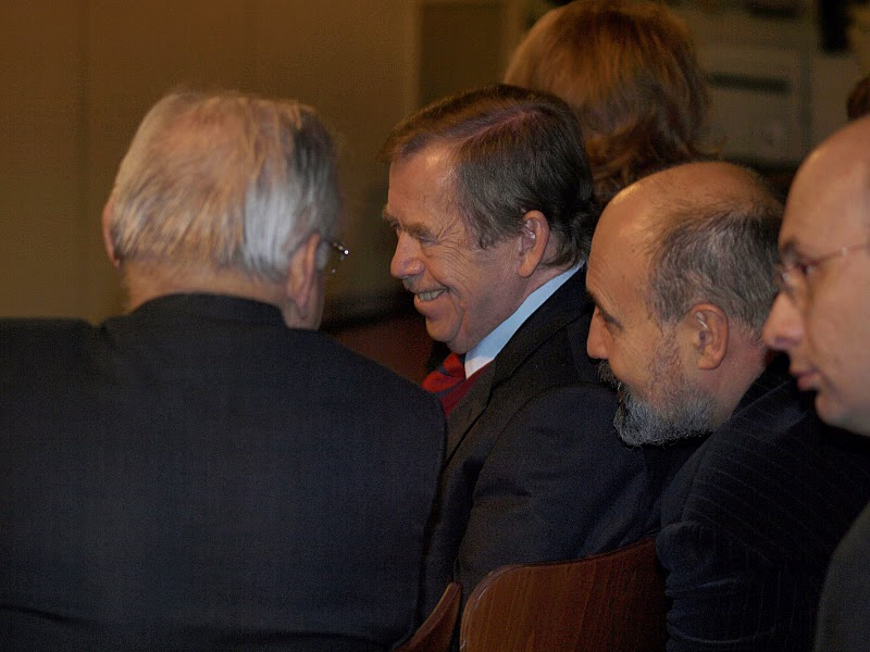 Kardinál Miloslav Vlk, Václav Havel a Tomáš Halík.