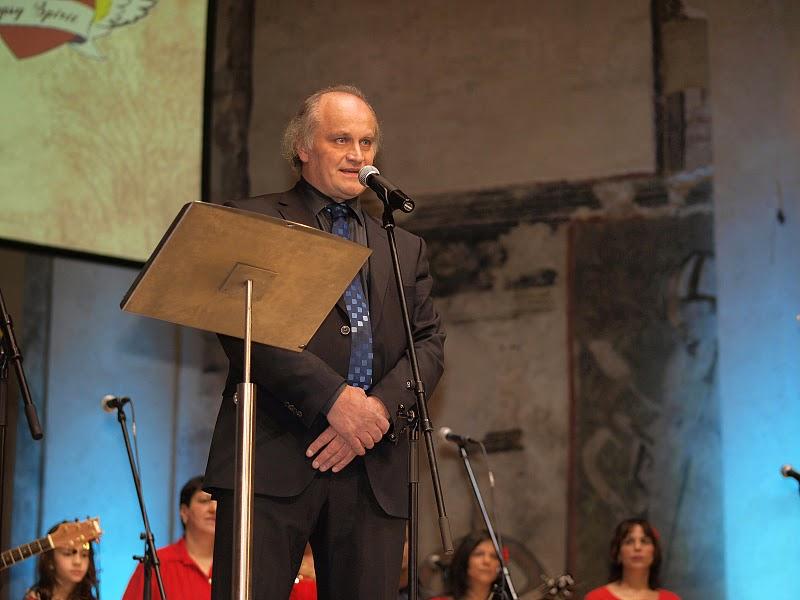 Slavnostní večer zahájil Michael Kocáb, ministr pro lidská práva, organizátor a člen hlavní poroty.