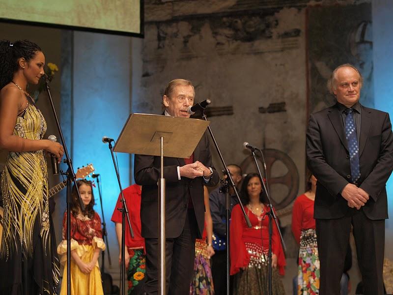 Prezident Václav Havel dal prvnímu ročníku Gypsy Spirit záštitu a byl členem hlavní poroty.