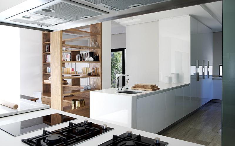 hg_kitchen_thru.jpg