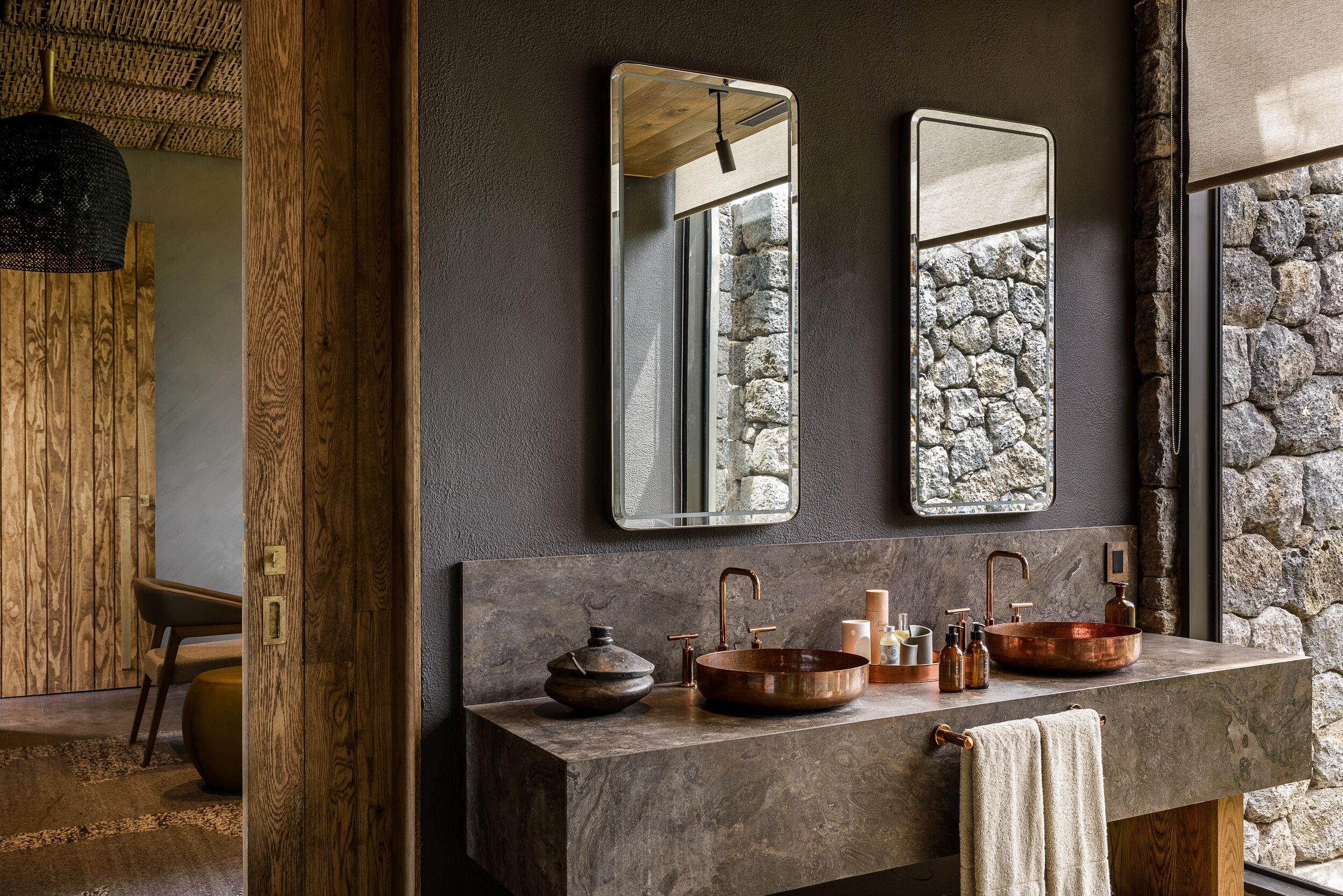 Singita-Kataza-House-Bathroom1.jpg