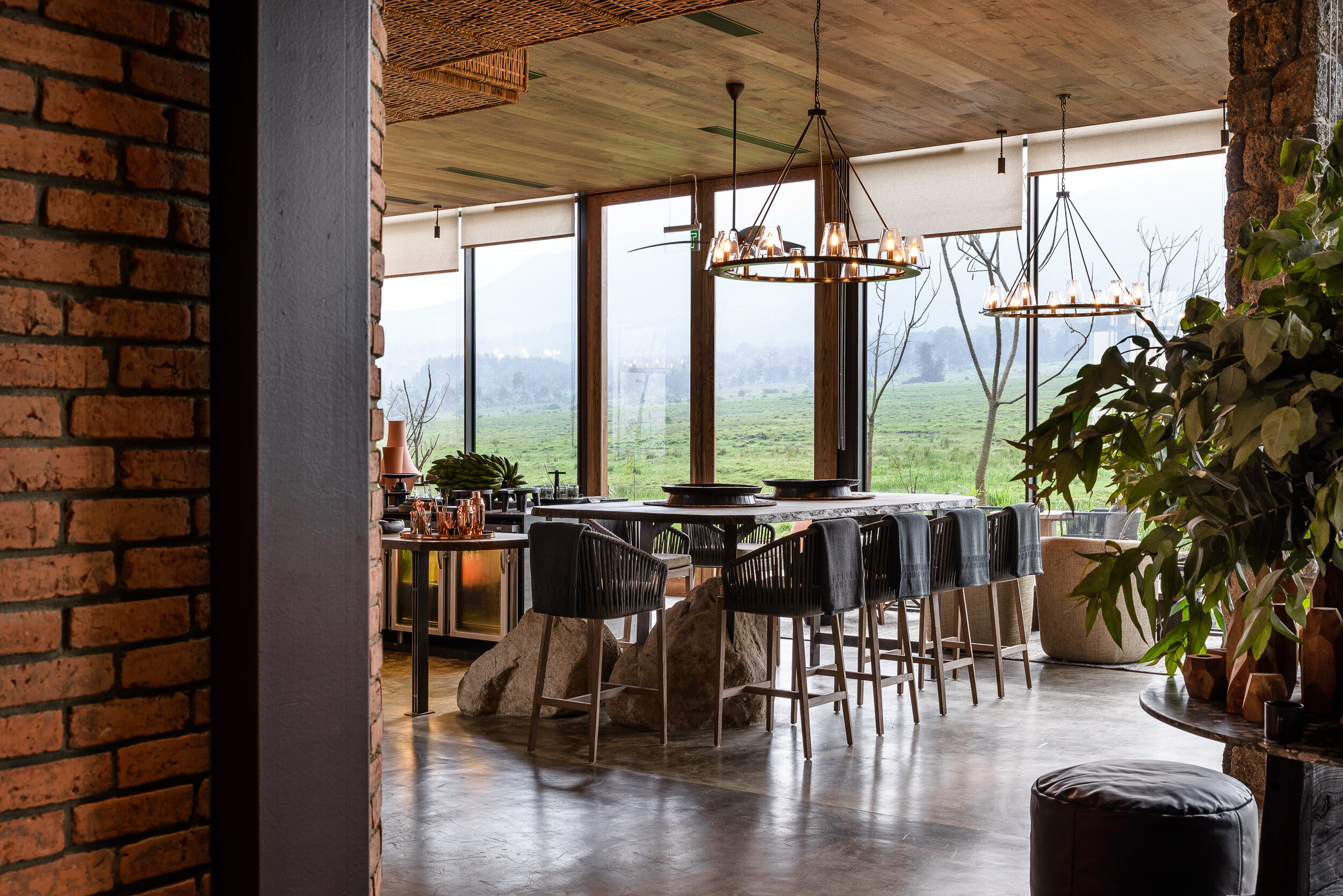 Singita-Kwitonda-Lodge-Dining-Area-2.jpg