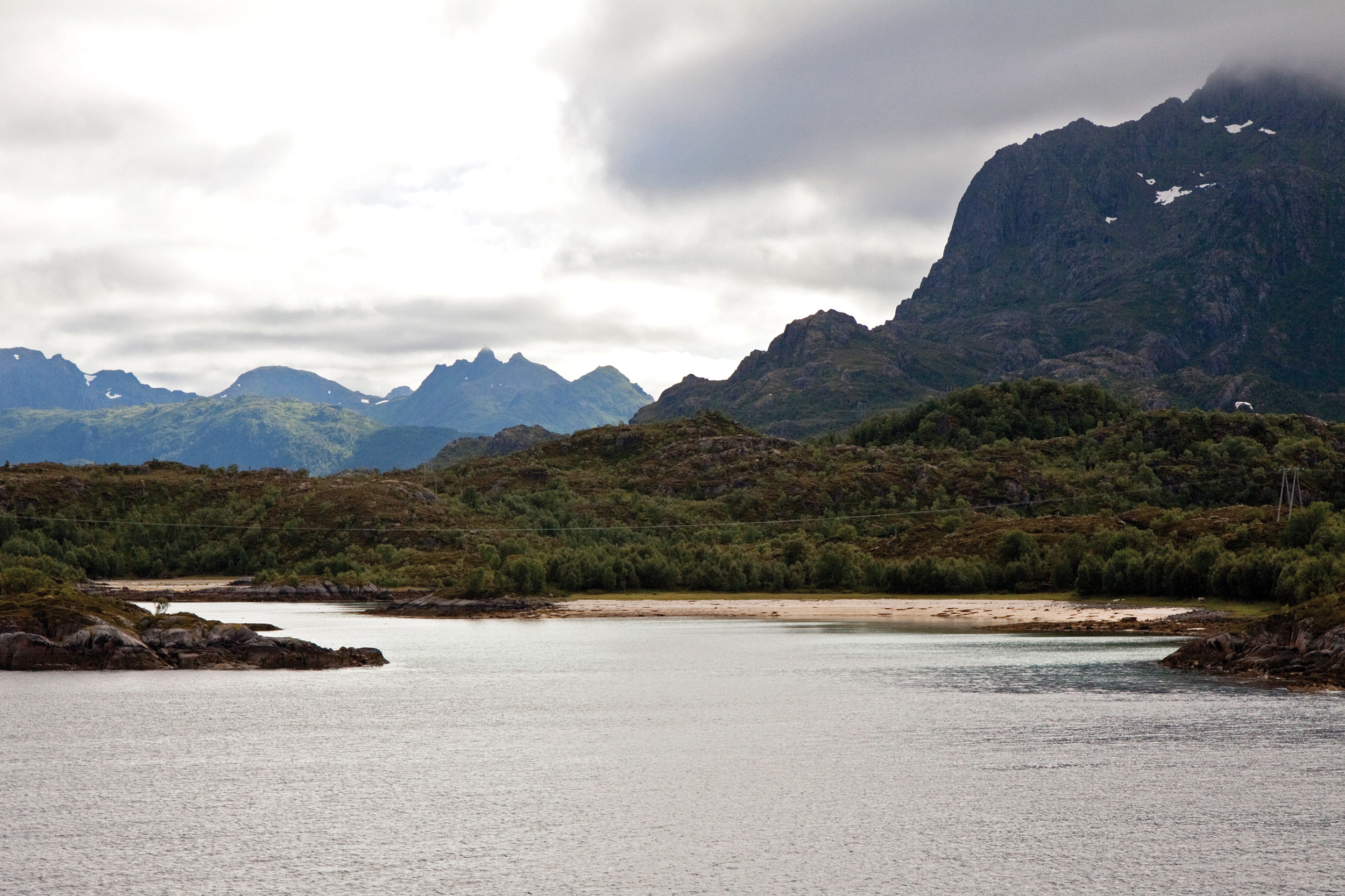 Vernskog er områder opp mot fjellet eller ut mot havet der skogen er sårbar og kan bli ødelagt ved feil skogbehandling. Hadsel, Nordland. Foto: John Yngvar Larsson, NIBIO
