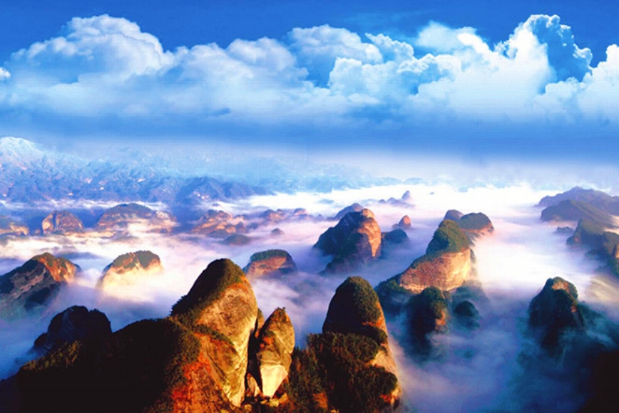 Nature - A tour of real China wouldn't be complete without having your breath taken away by its great outdoors, and that's particularly true of a trip to Hunan. From the dramatic and other-worldly Zhangjiajie National Forest Park to the Tianmen Mountain, this awe-inspiring tour will capture your imagination like only China can.