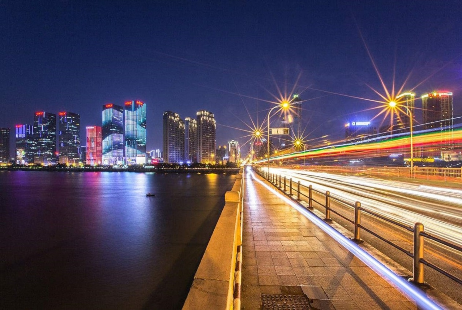 Day 7: Changsha - Welcome to Changsha, the capital of China's unmissable Hunan Province. Hunan cuisine is one of the 8 distinct cuisines across China, renowned for its love of chillies. Tantalise your taste buds as you explore this fascinating city.