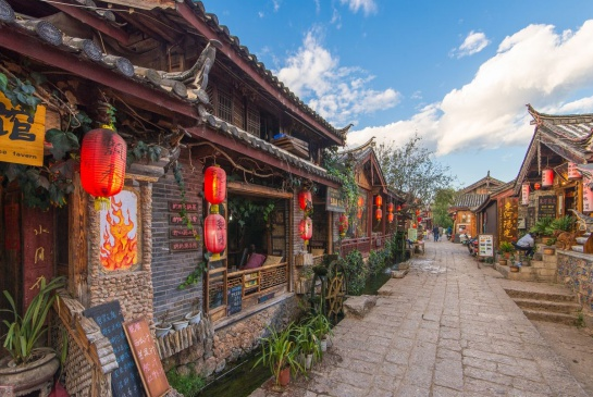 History - Yunnan is famous for its ancient mountainous villages, many of which are beautifully preserved and some of which are UNESCO listed. It's a province alive with rich and thought provoking history.