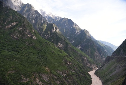Day 9: Tiger Leaping Gorge - Known and cherished by the global hiking community, Tiger Leaping Gorge, one of the word's deepest gorges, is a formidable and astonishing natural wonder that's just as worthwhile for day-trippers.