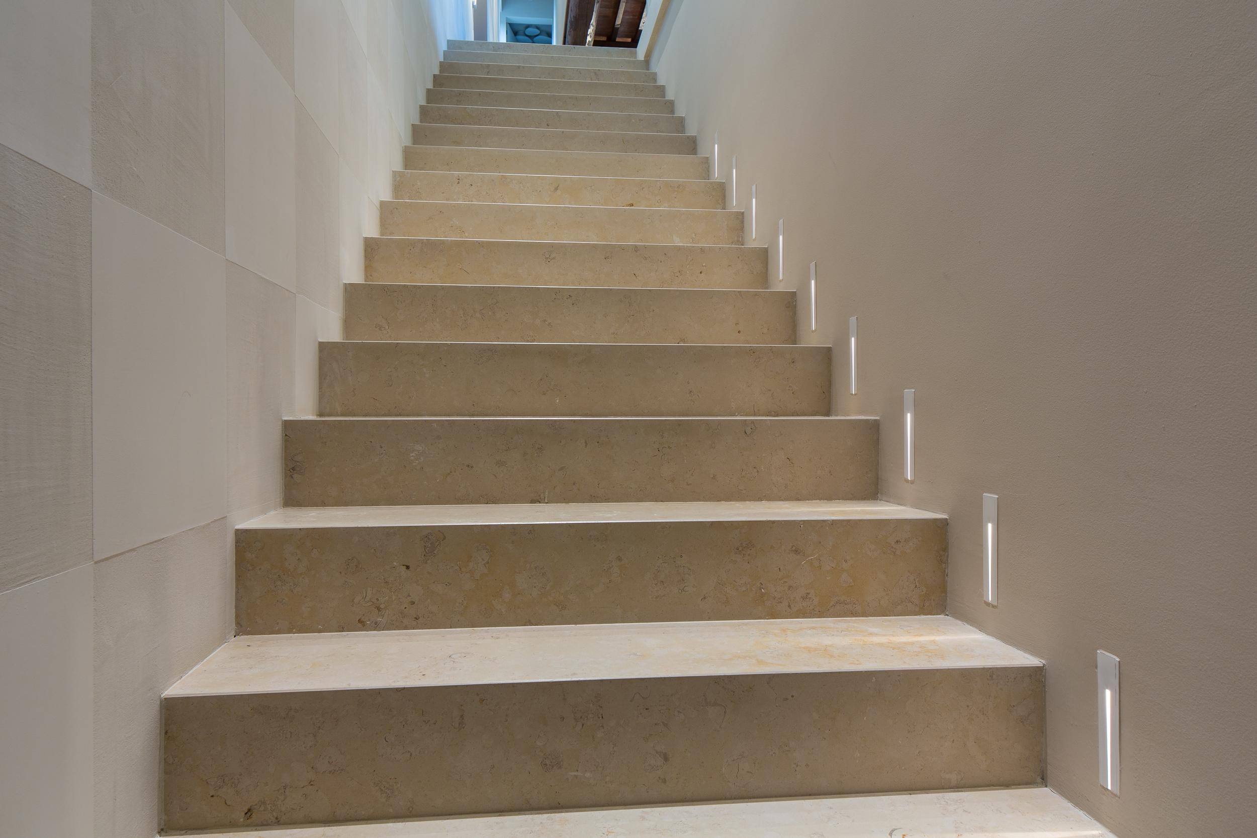 Stairs_01.jpg