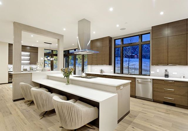 Happy Fourth of July weekend!!! How amazing is this kitchen in #snowmassvillage built by the talented #janckilaconstruction?!#colorado #kitchendesign #kitchenisland #home #house #architecture #design #architecturaldesign #interiors #interiordesign #housegoals #lifestyle #luxurylife #luxurylifestyle #luxury #luxuryrealestate #luxuryhomes #archdaily #architizer #architecturaldigest #highclasshomes #archicad #bimx #graphisoft #kadesignworks