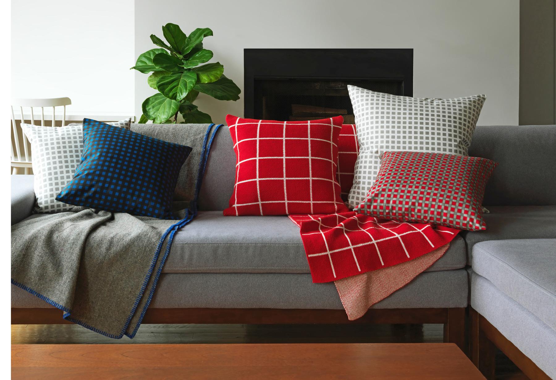 sofa_pillows_0323_RESIZED.jpg