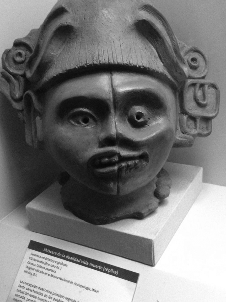 Mascara de la dualidad vida-muerte/Mask of the duality of life-death.  Oaxaca, Zapoteca, 600-900 ac