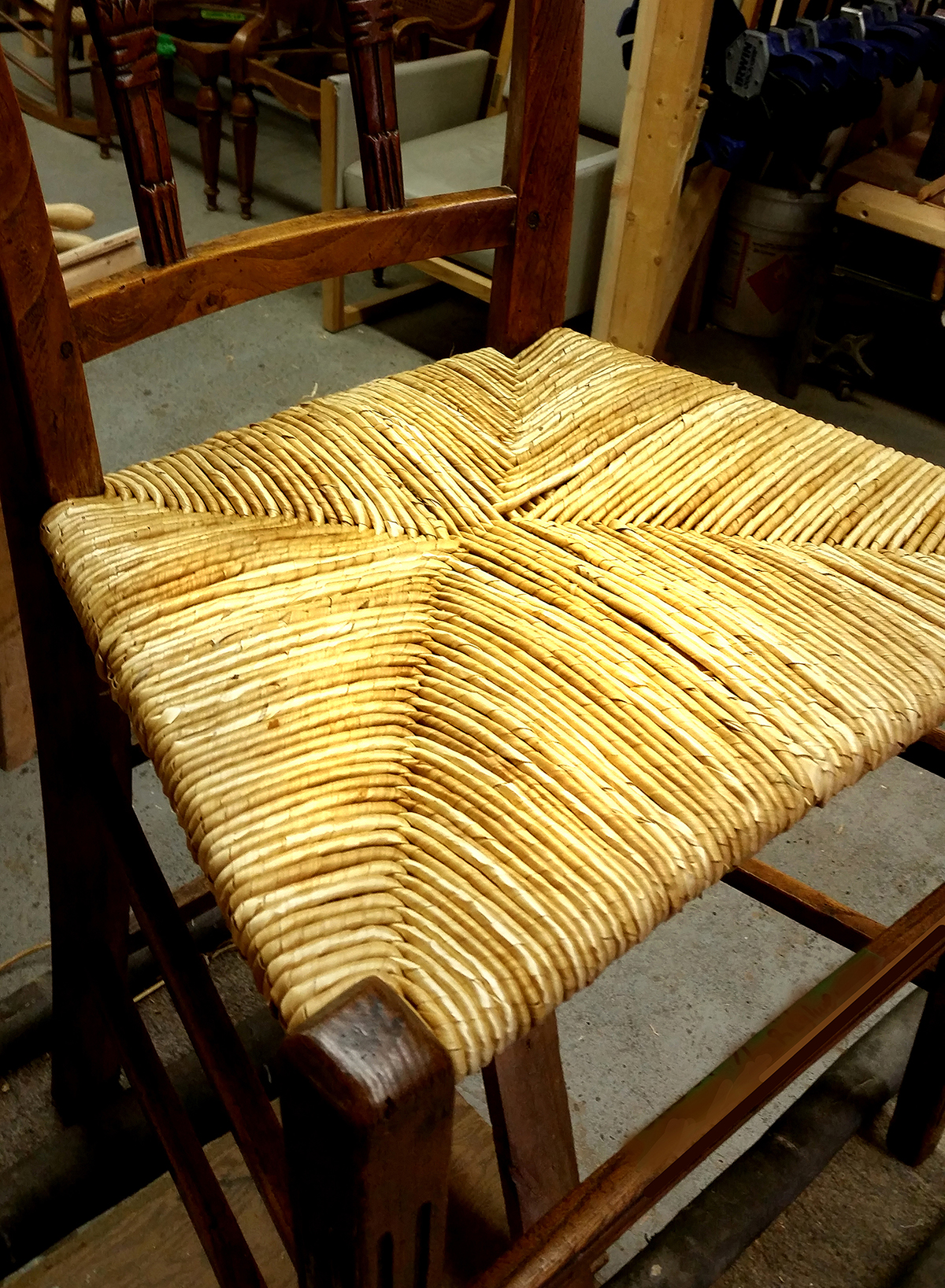 Wheat wrap rush is a premium material that we offer. It is the traditional material originally used since the early 16th century. It finishes the chair off with a beautiful golden glow.