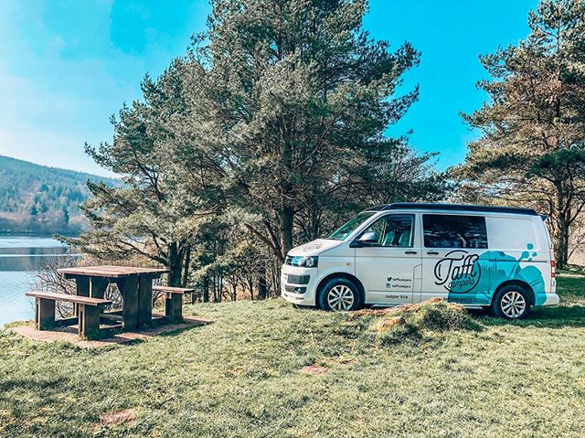 Suns out Vans out.....here's a stunning picture of #Mogs in the beautiful #breconbeaconsnationalpark courtesy of the brilliant @traveltheworldfamily .  #campervan #hire #wales #visitwales #brecon #view #lake #mountains #escape #photography #greengreengrass #vw #T5 #t5camper