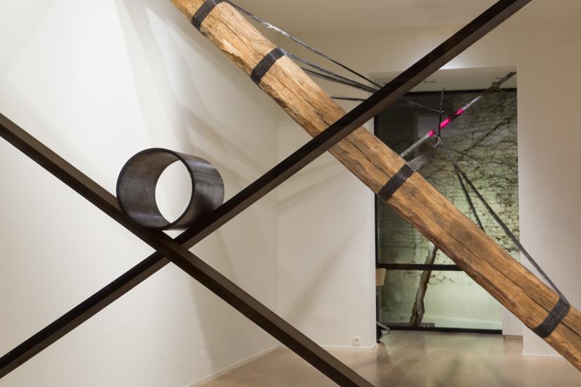 Santiago Reyes Villaveces © 2016 ,  Objective . Wood (wenge, Iroko), metal pipe. 200 x 240 x 24 cm, Ø19 cm. Courtesy of the artist.