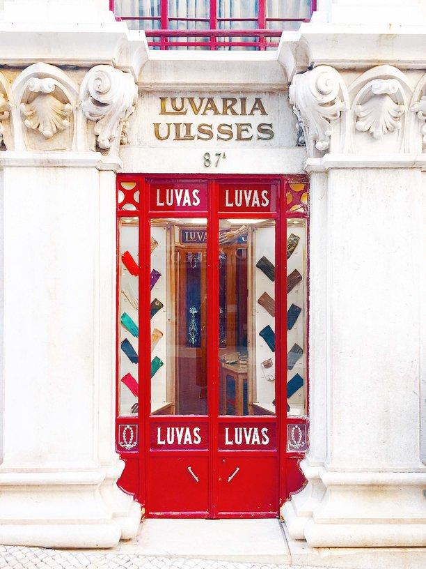 Photo by  @SardinesPlease  | Luvaria Ulisses | Lisbon, Portugal