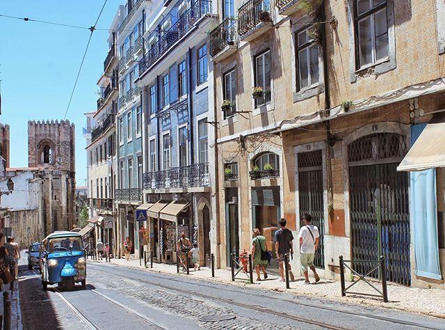 Will I ever stop day-dreaming about Lisbon? 🤷♀️ . . . . . .  #traveldeeper #travelgram #instatravel #beautifuldestinations #exploremore #welltravelled #lonelyplanet #neverstopexploring #travelwriter #mytinyatlas #traveljournal #prettycity #lisbonportugal #lisbonstreets #lisbonlovers #ilovelisboa