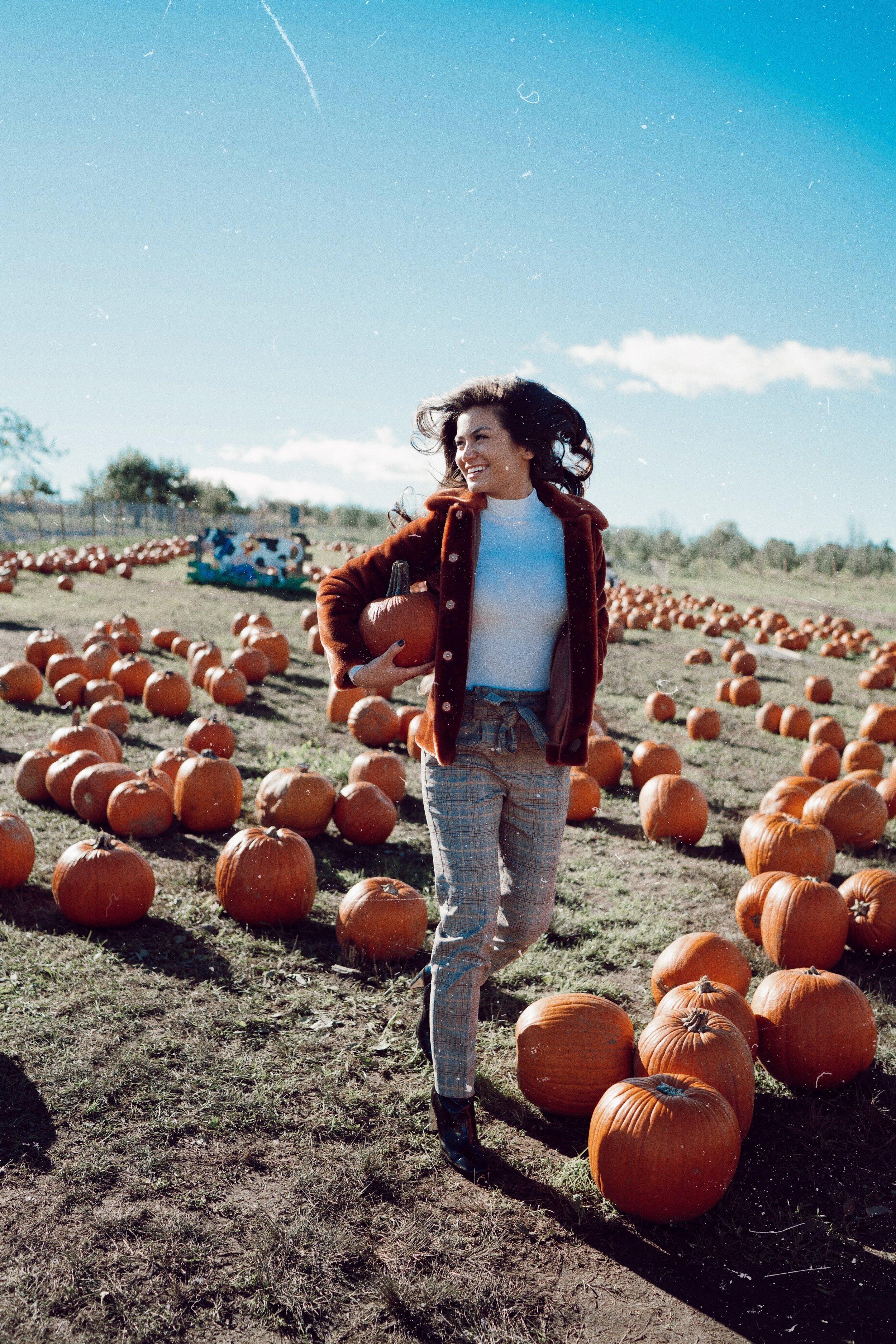 The Bachelor Caila Quinn fall Pumpkin Patch