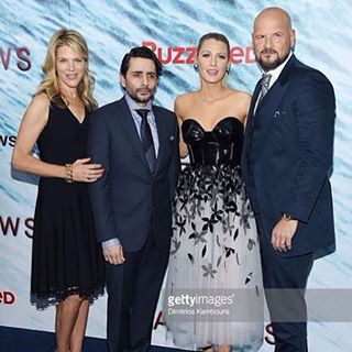 Great shot of @blakelively @mrsleshem @protagonistpic @jcolletserra from @shallowsmovie premiere last night! Two more days!! #theshallowsmovie #feartheshallows #saveashark #june24 #sonypictures
