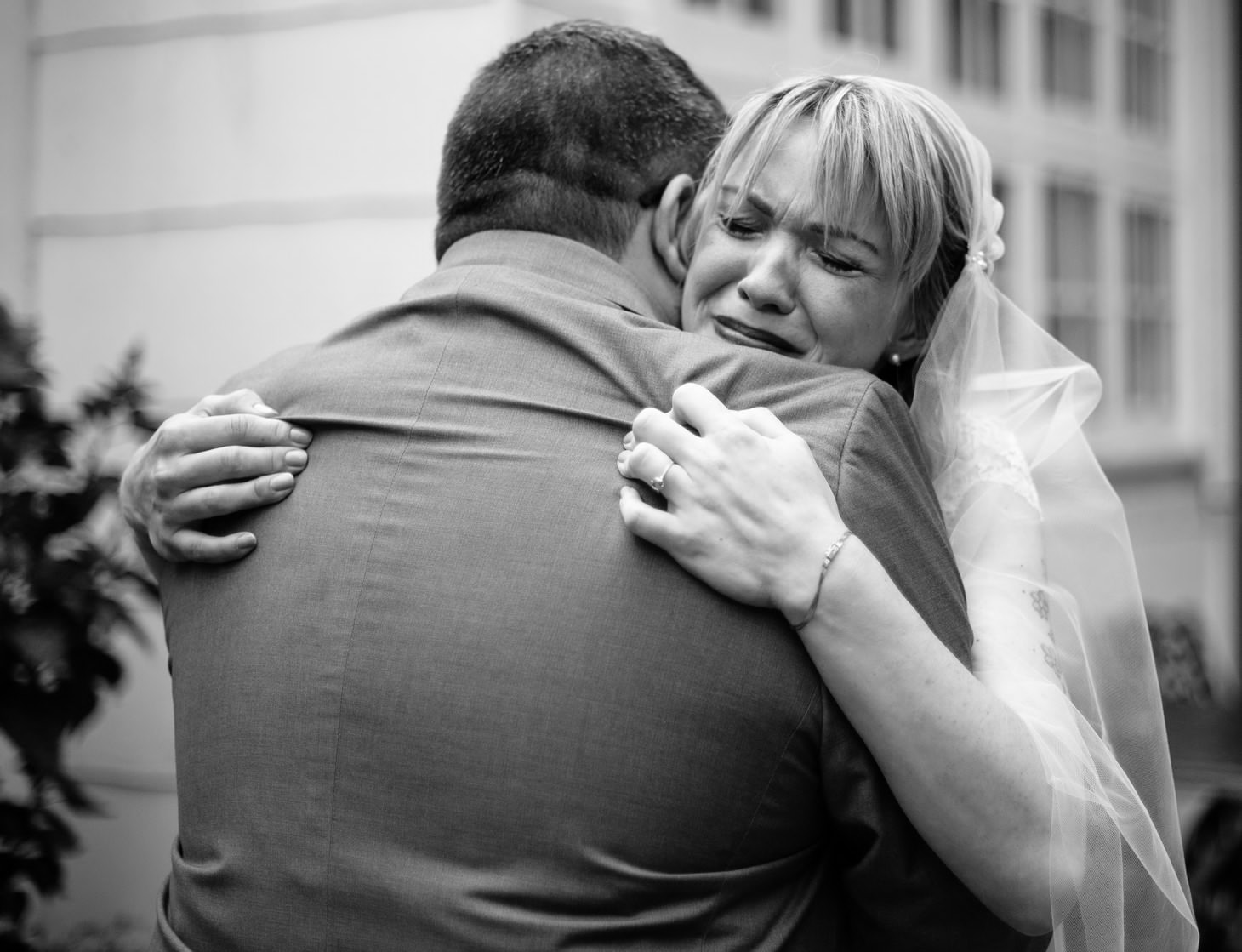 nyc-long-island-wedding-photographer-three-village-inn-smitten-chickens14.jpg