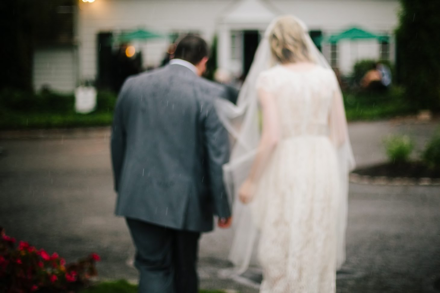 nyc-long-island-wedding-photographer-three-village-inn-smitten-chickens36.jpg