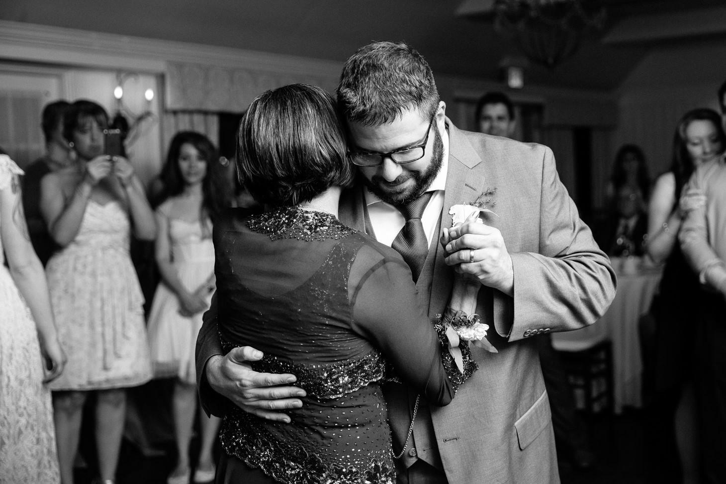 nyc-long-island-wedding-photographer-three-village-inn-smitten-chickens46.jpg