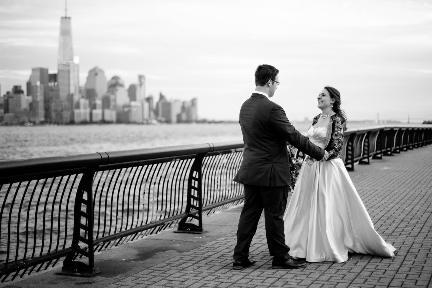039-nyc-wedding-photographer-hoboken-waterfront-wedding-photos-smitten-chickens.jpg