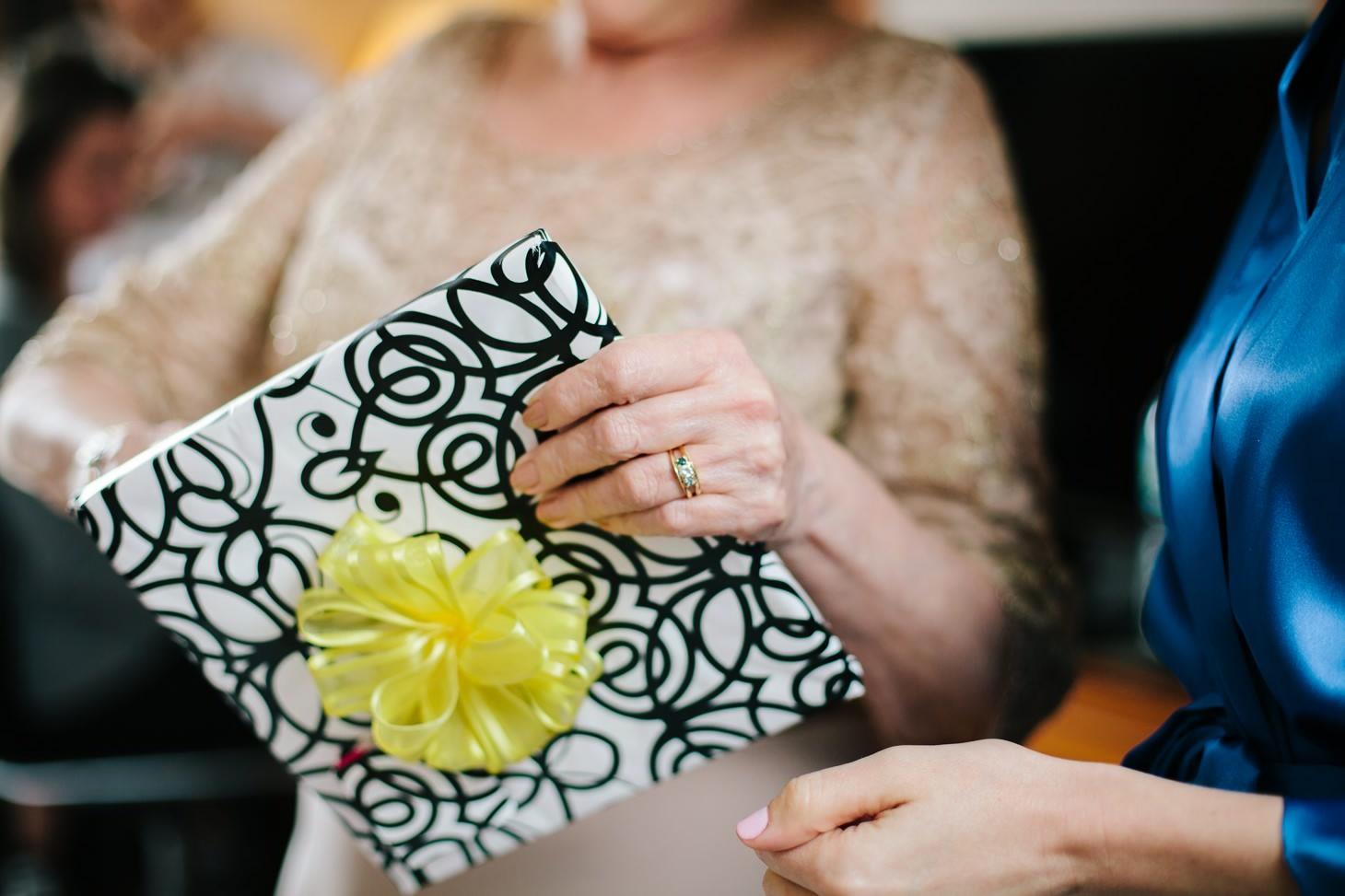 008-nyc-wedding-photographer-brooklyn-restaurant.jpg