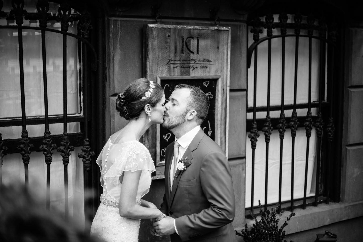 brooklyn-restaurant-wedding-nyc-weddingi-photographer-smitten-chickens21.jpg