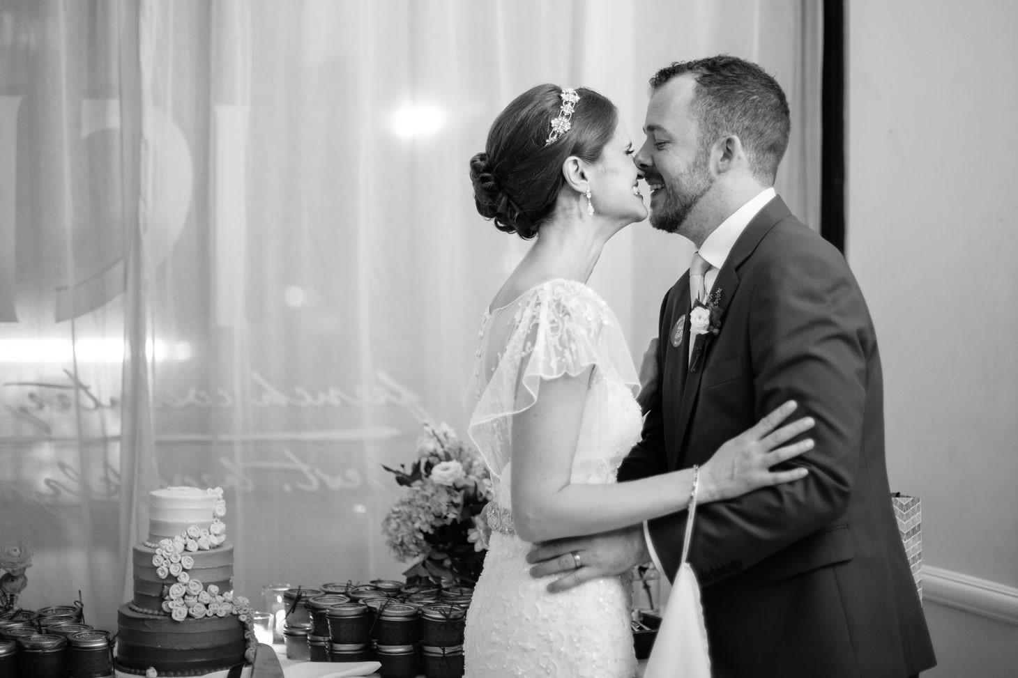 x-brooklyn-restaurant-wedding-nyc-weddingi-photographer-smitten-chickens189.jpg
