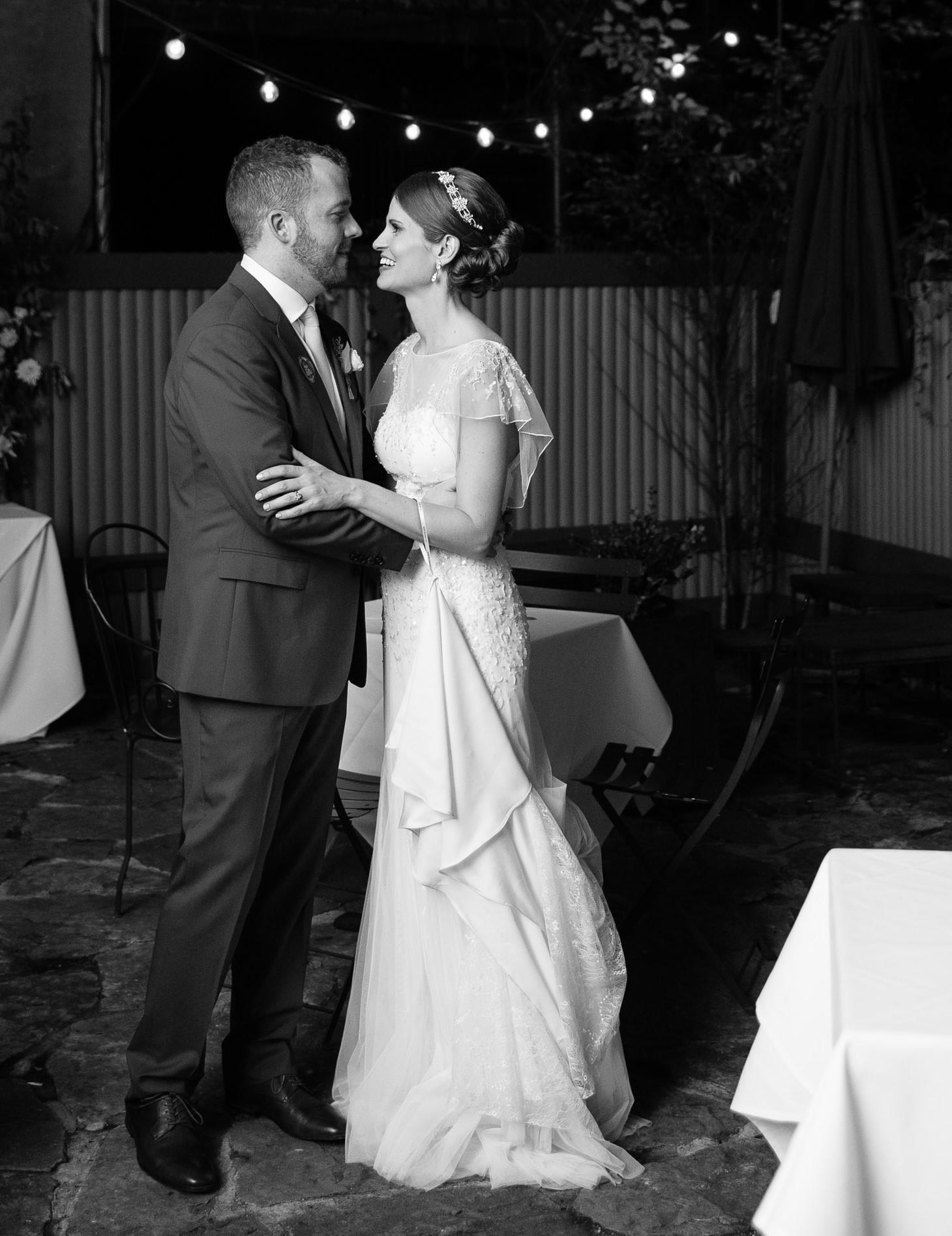 x-brooklyn-restaurant-wedding-nyc-weddingi-photographer-smitten-chickens208.jpg