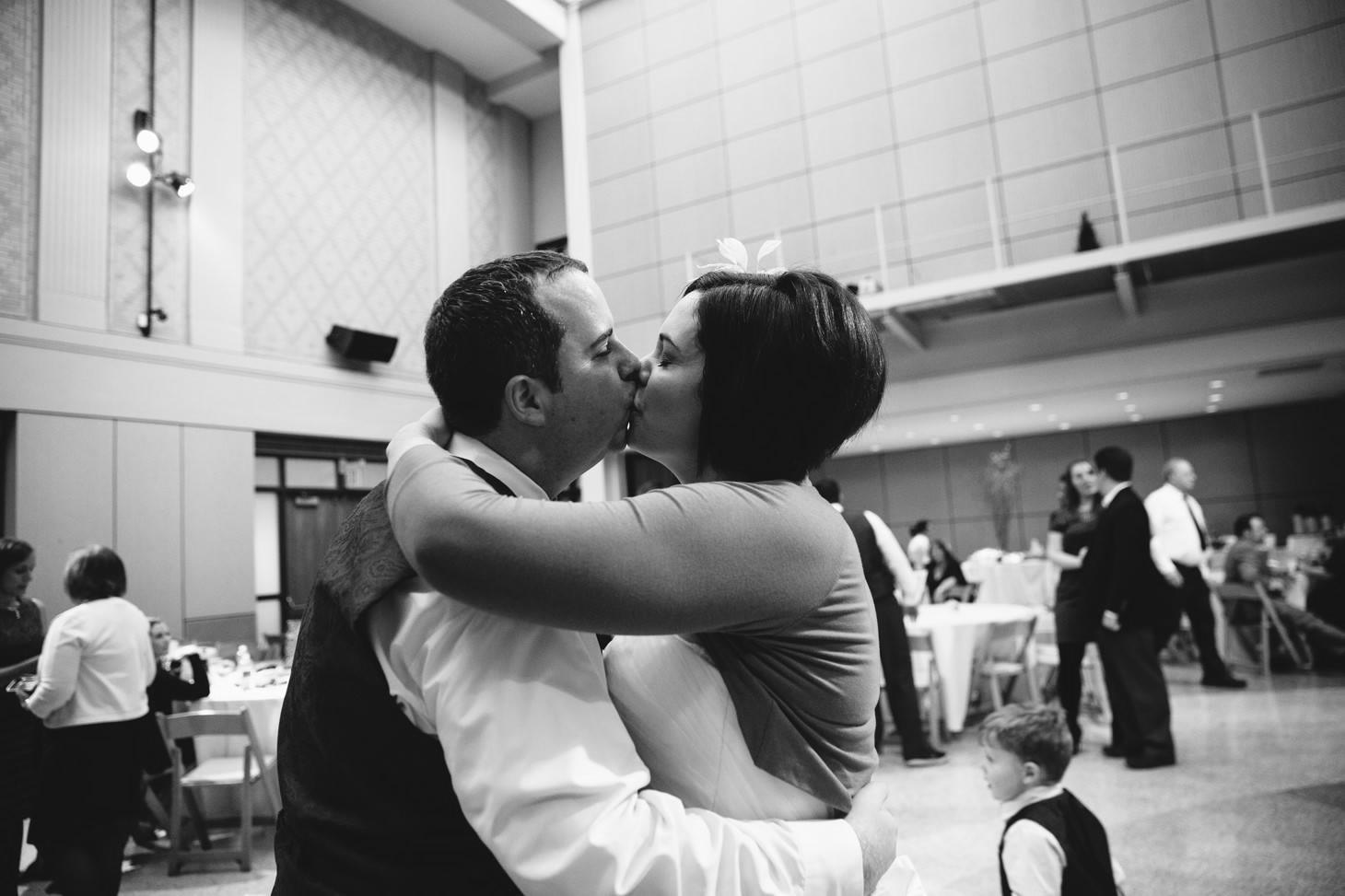 078-nyc-wedding-photographer-smitten-chickens-nj-montclair-art-museum.jpg