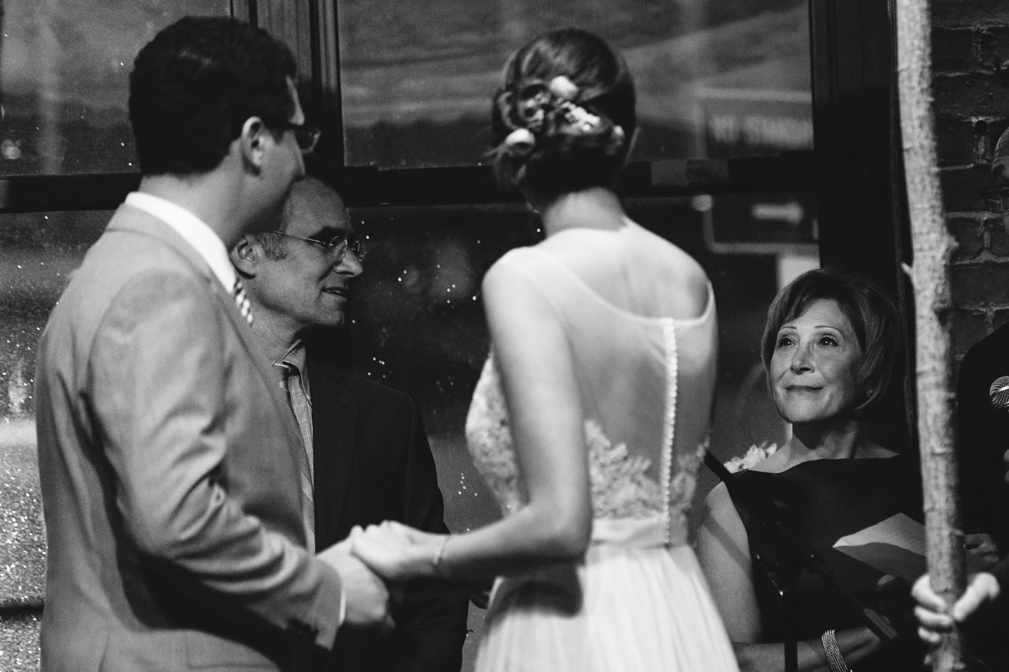 021-nyc-dumbo-loft-brooklyn-wedding-photographer-smitten-chickens-photo-.jpg