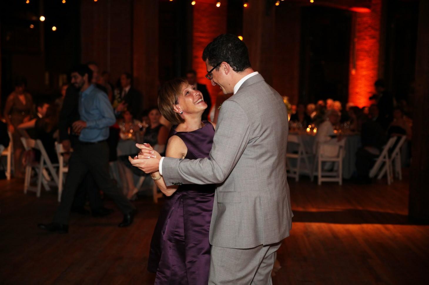 034-nyc-dumbo-loft-brooklyn-wedding-photographer-smitten-chickens-photo-.jpg