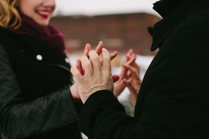 nyc-winter-engagement-photos-offbeat-wedding-photographer-brooklyn-003.jpg