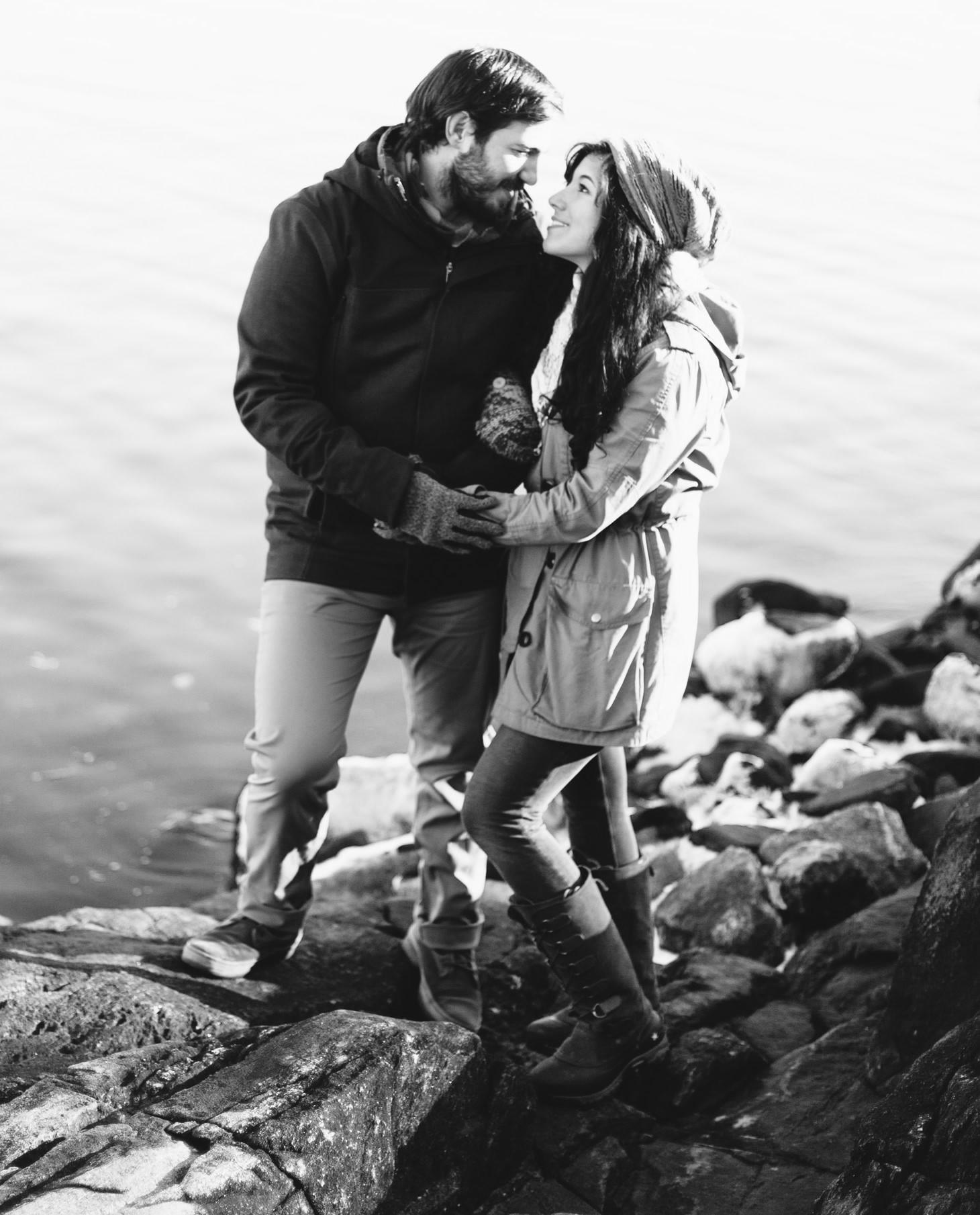 041-nyc-wedding-photographer-orchard-beach-bronx-engagement-winter-smitten-chickens.jpg
