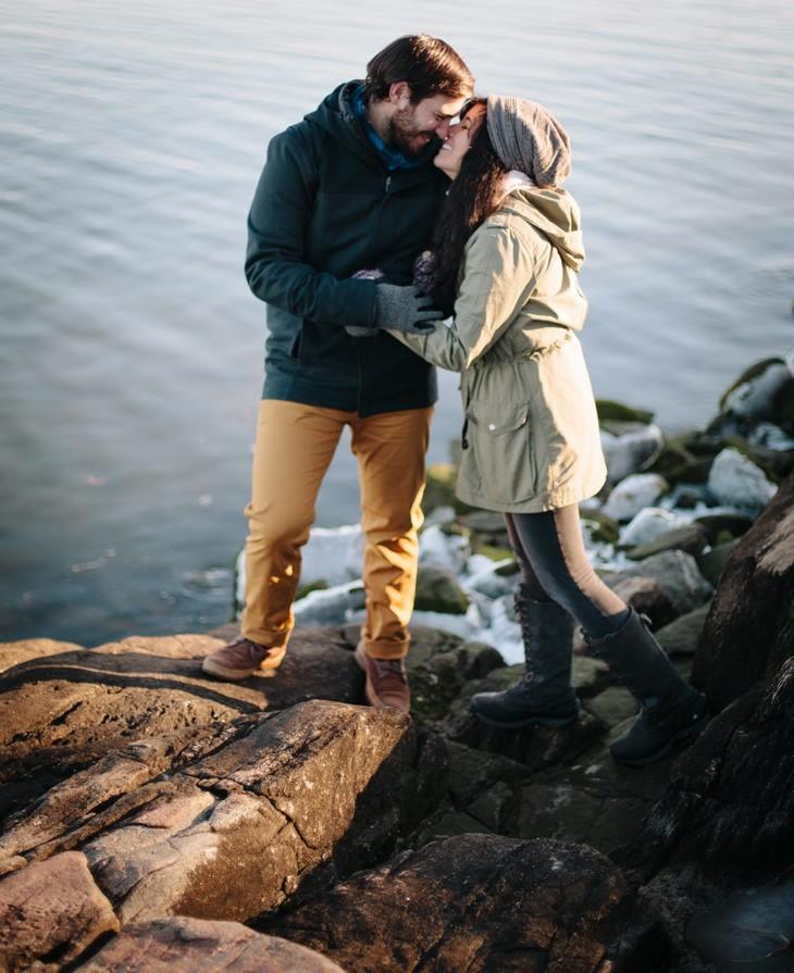 nyc-winter-engagement-photos-offbeat-wedding-photographer-005.jpg