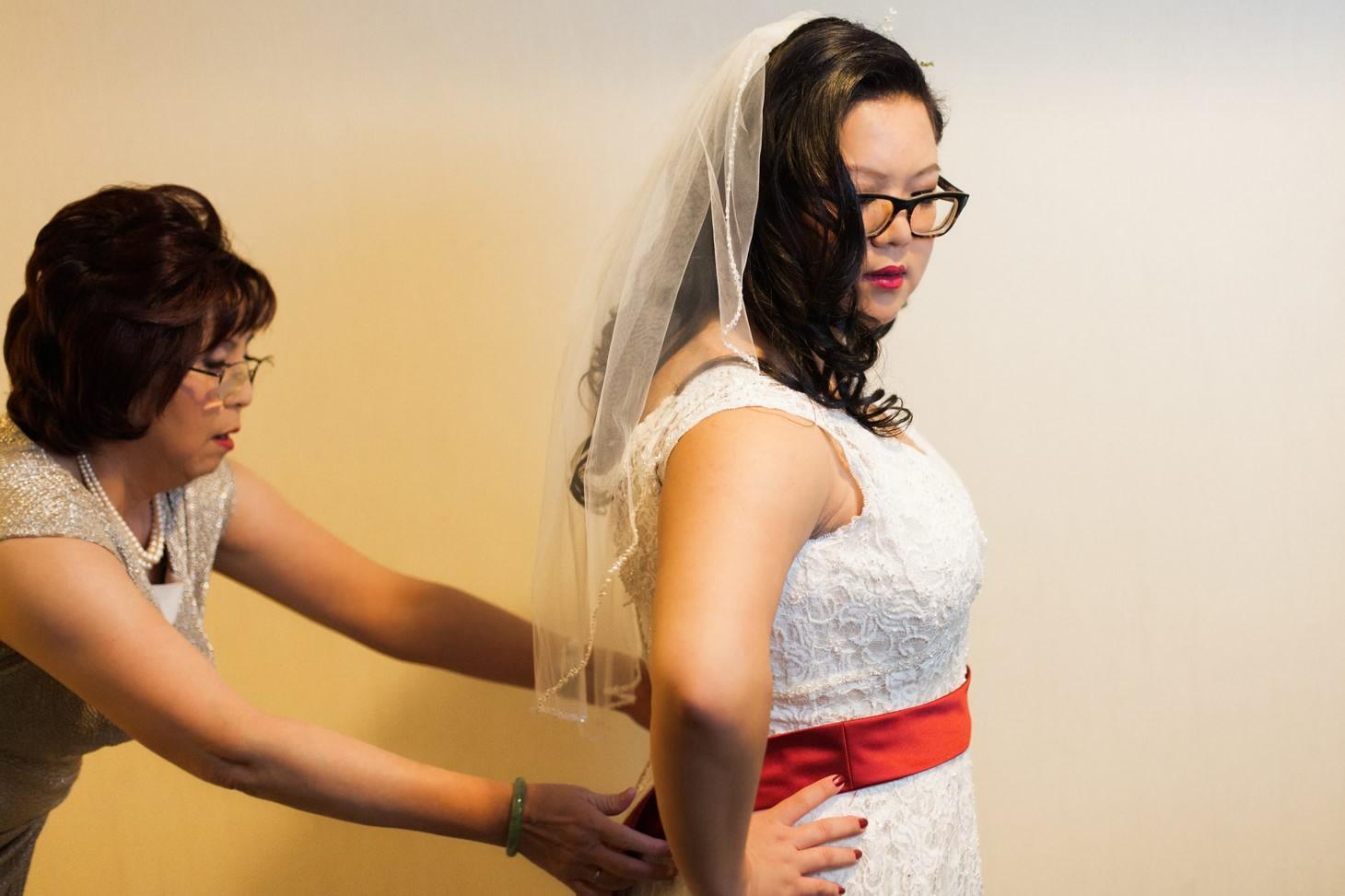 004-nyc-wedding-portrait-photographer-times-square-muse-hotel-winter-wedding-smitten-chickens.jpg