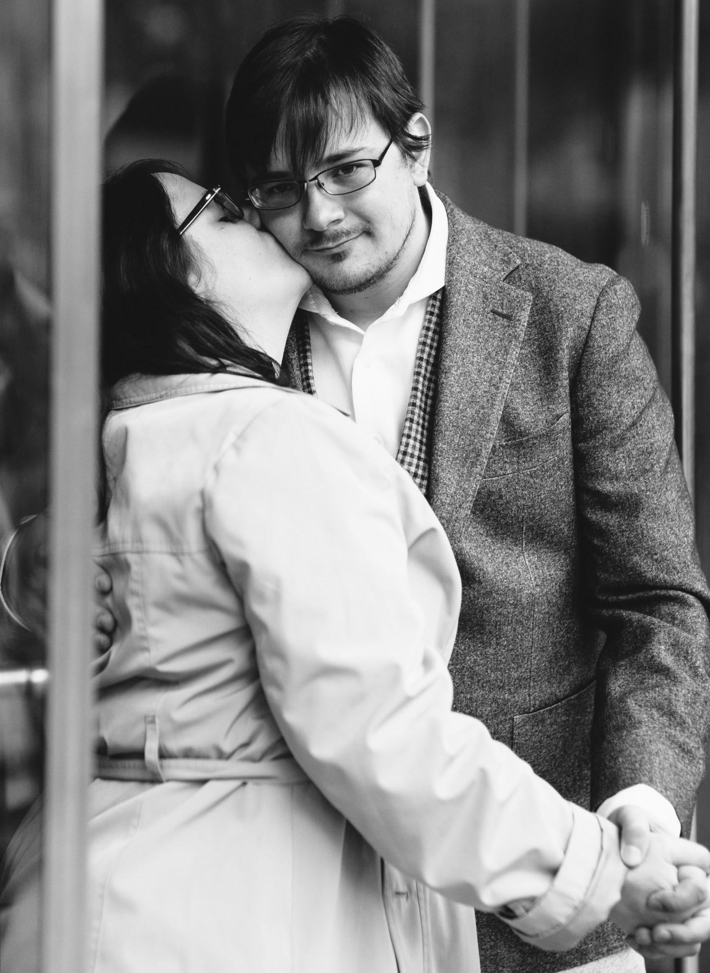007-nyc-wedding-photographer-puppy-museum-of-natural-history-mud-coffee-fall-central-park-engagement.jpg